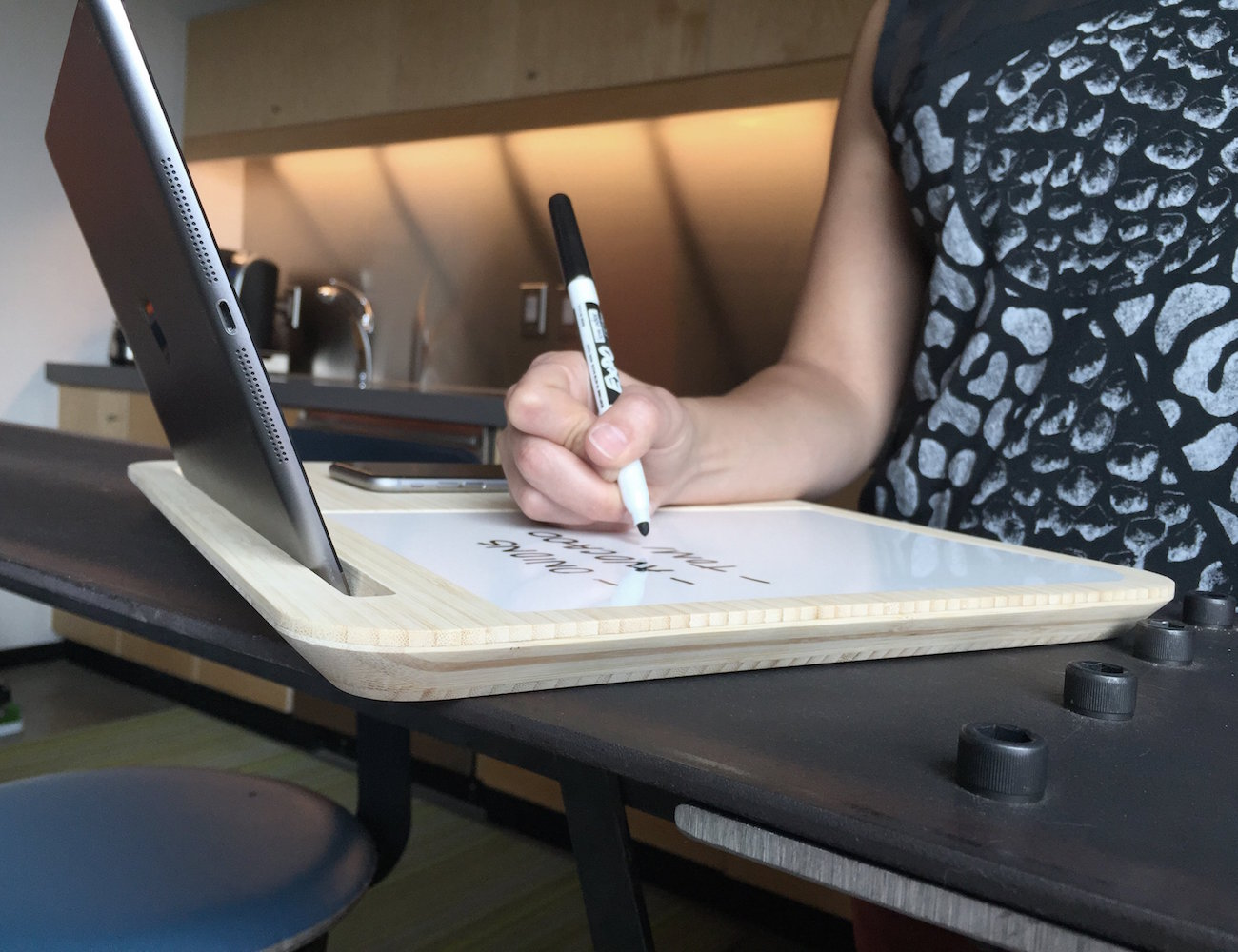 Tab LapDesk for Tablets & SmartPhones by iSkelter