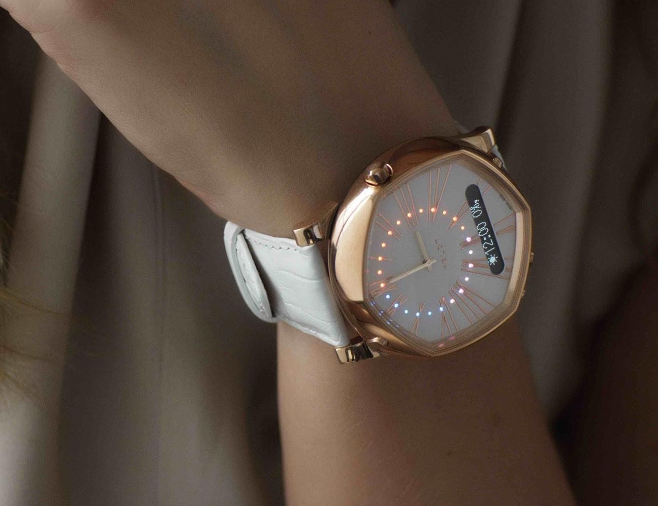 VELDT – Luxury Analogue Smart Watch For iOS loading=