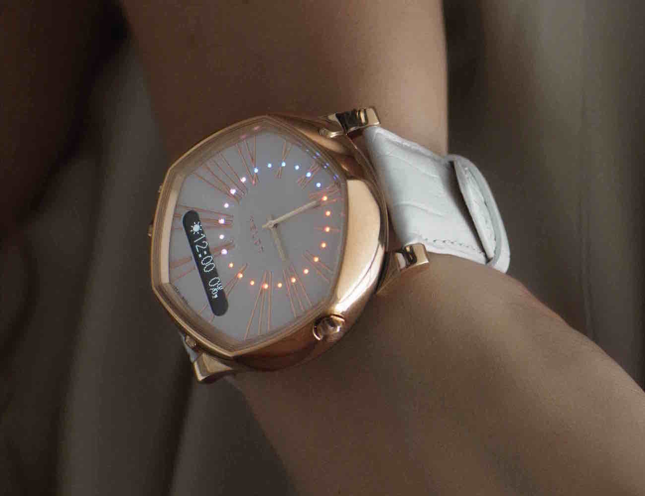 VELDT – Luxury Analogue Smart Watch For iOS