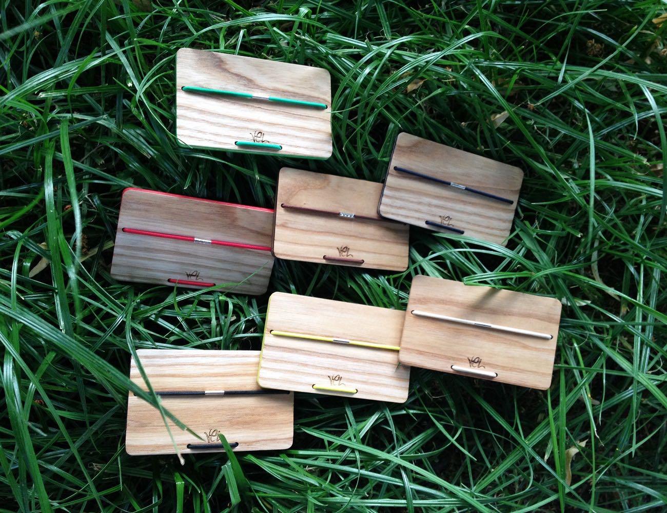 vel-stylish-wooden-cardholder-01