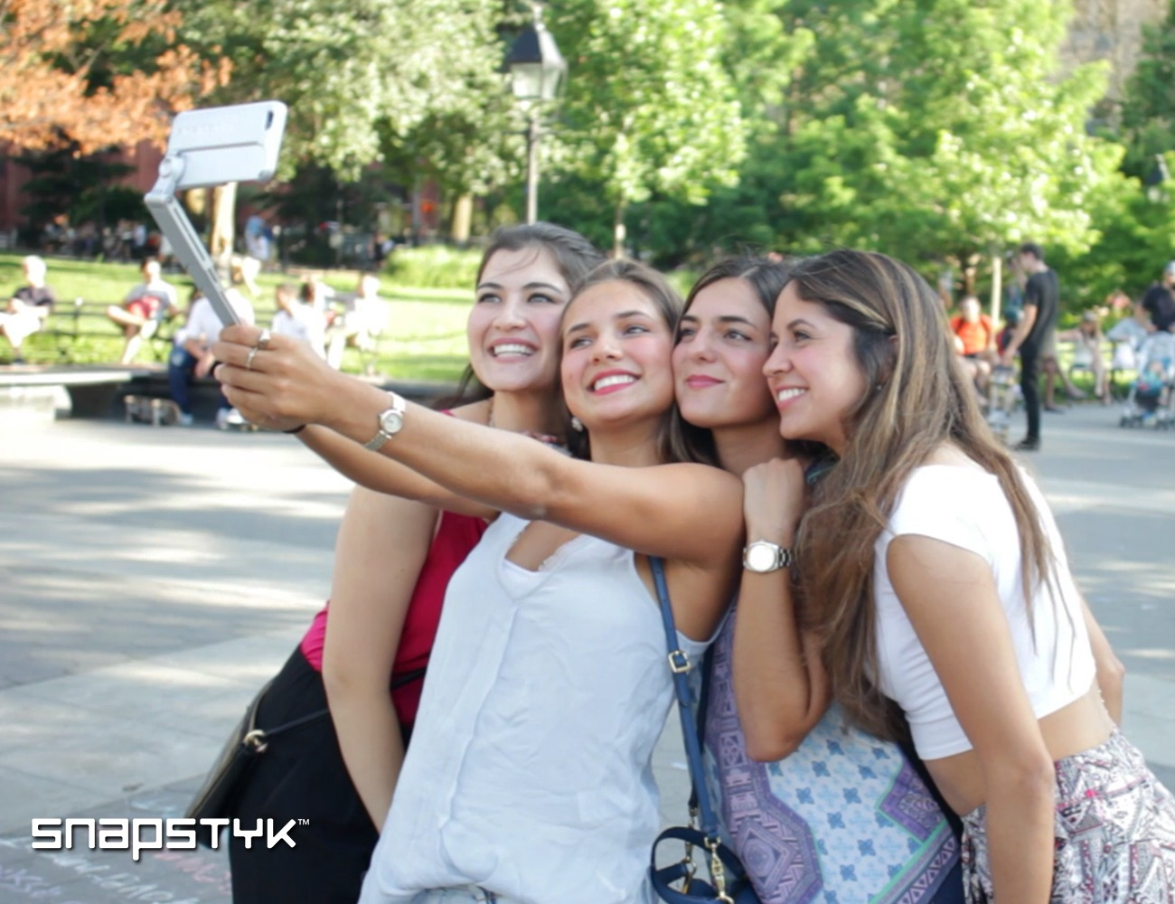 SNAPSTYK%3A+The+First+Cell+Phone+Case+And+Selfie+Stick+In+One
