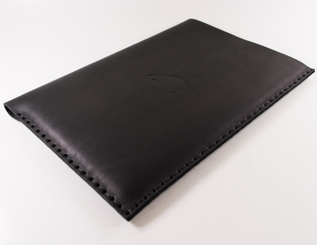 12-inch-macbook-black-thick-natural-leather-sleeve-case-straight-cut-by-firecult-1300-x-1000-3