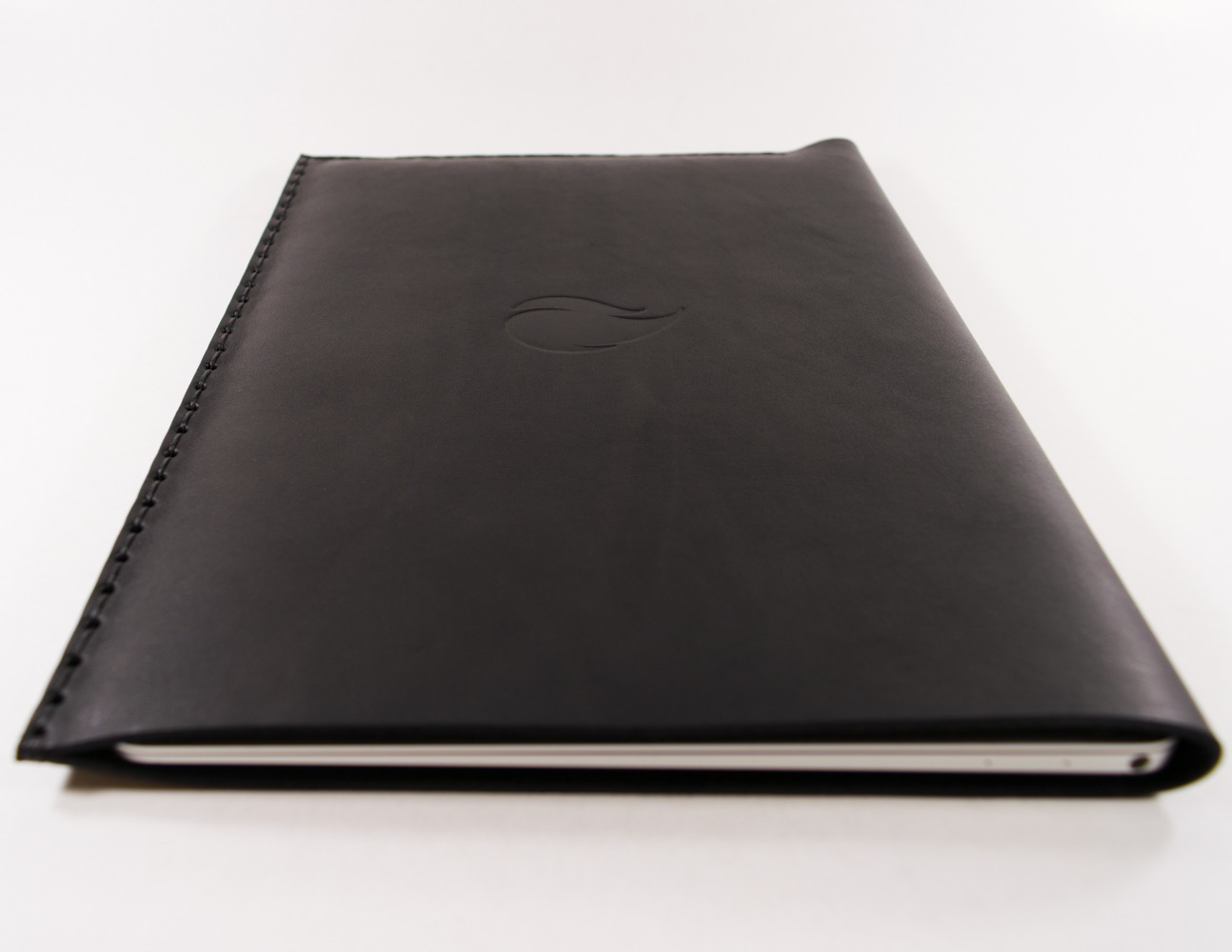 12-inch-macbook-black-thick-natural-leather-sleeve-case-straight-cut-by-firecult-1300-x-1000-4
