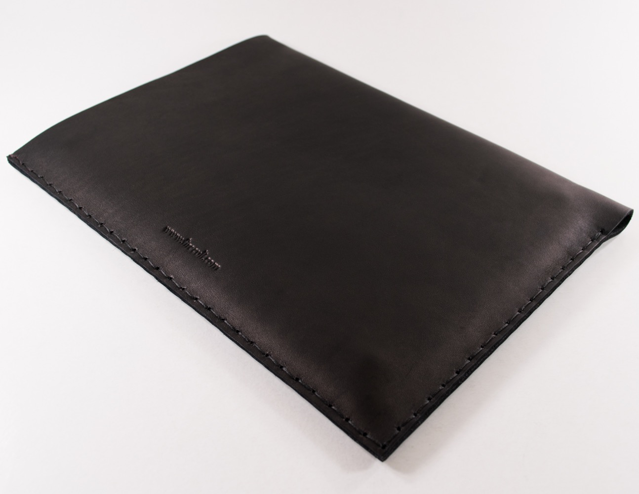 12-inch-macbook-black-thick-natural-leather-sleeve-case-straight-cut-by-firecult-1300-x-1000-5