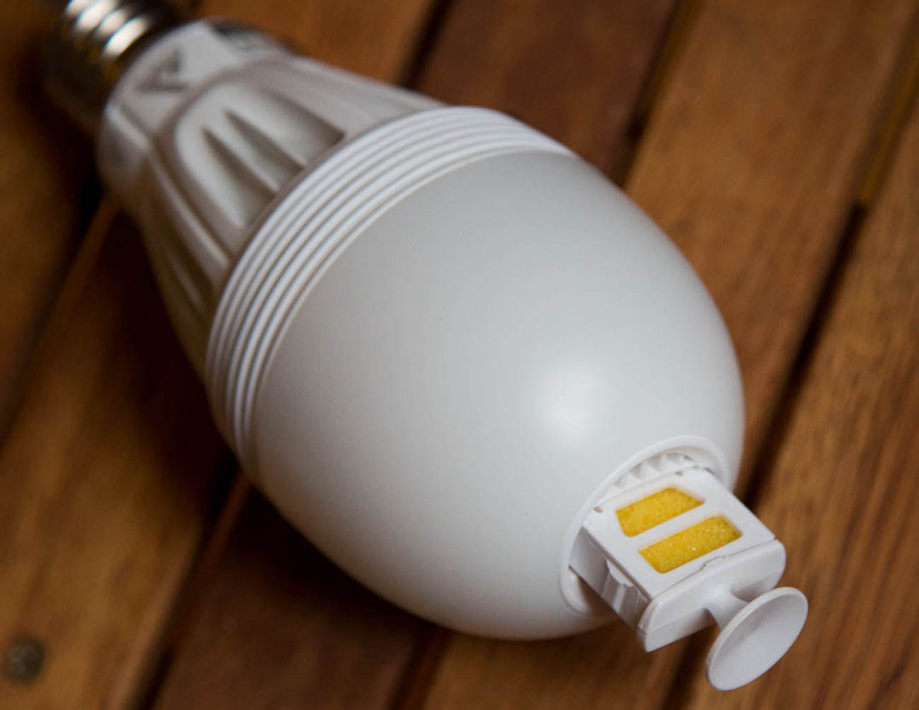 Aromalight Aroma Diffusing Light Bulb By Awox 187 Gadget Flow