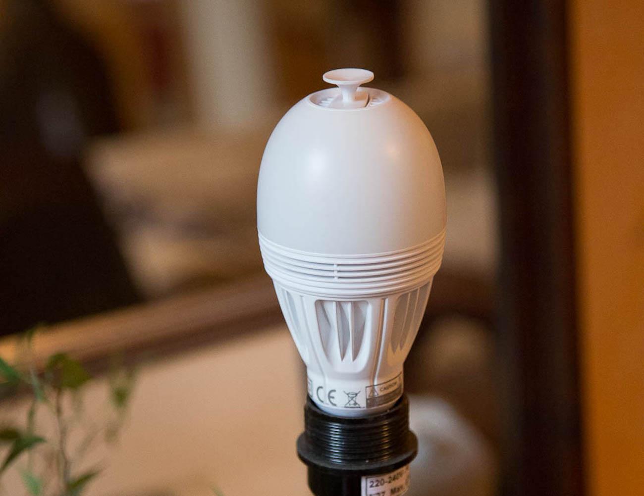 AromaLIGHT – Aroma Diffusing Light Bulb by AwoX