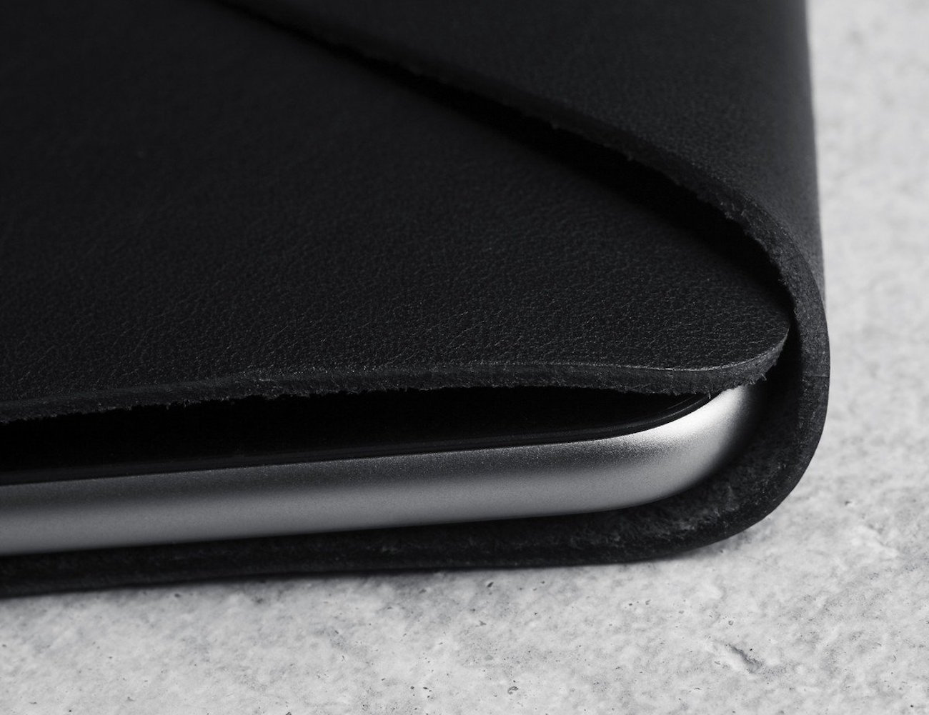 Black Leather iPhone 6/6s Wallet Sleeve by Mujjo