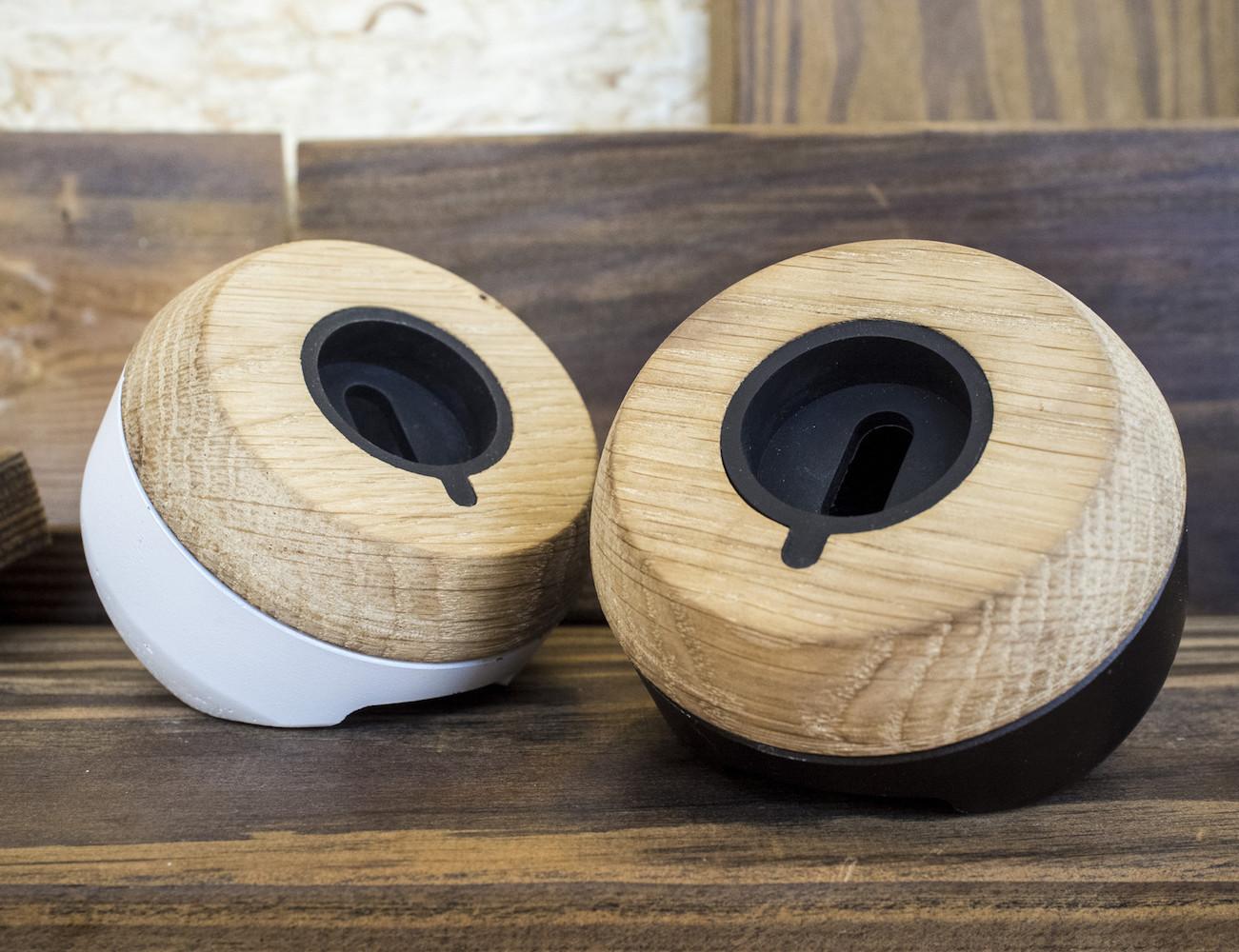 chestnut-smartwatch-dock-from-enveo-01