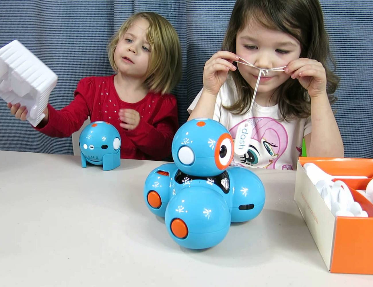 dot-the-code-teaching-robot-by-wonder-workshop-03