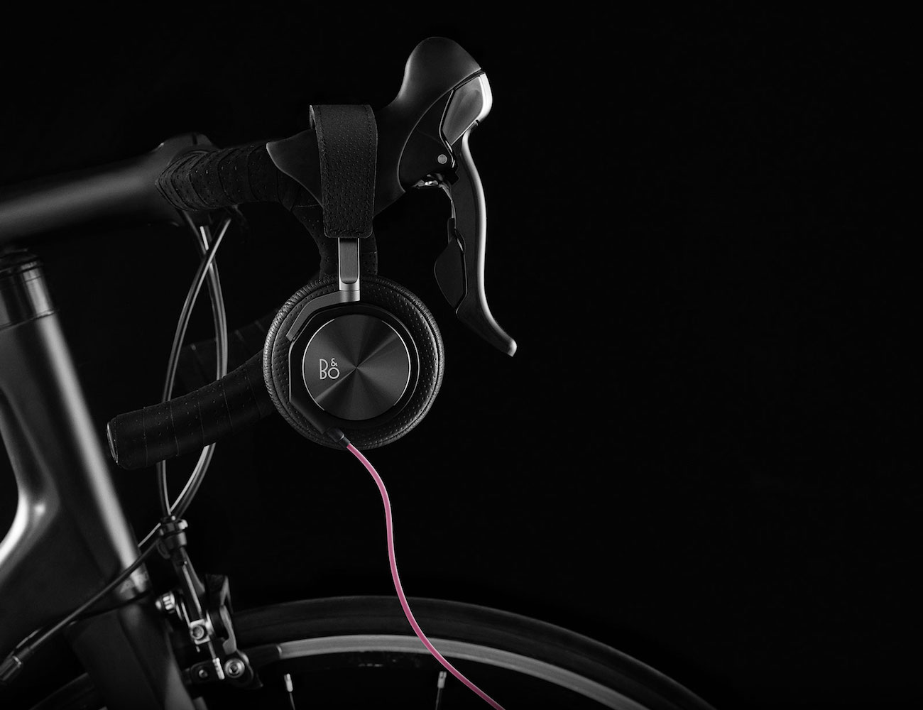 H6 Cycling Over-Ear Headphones – Joint Collaboration by BeoPlay and Rapha