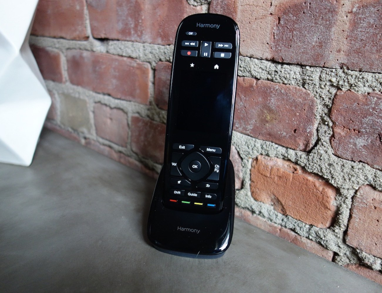 Harmony Ultimate Home by Logitech – Touch Screen Remote For 15 Home Gadgets