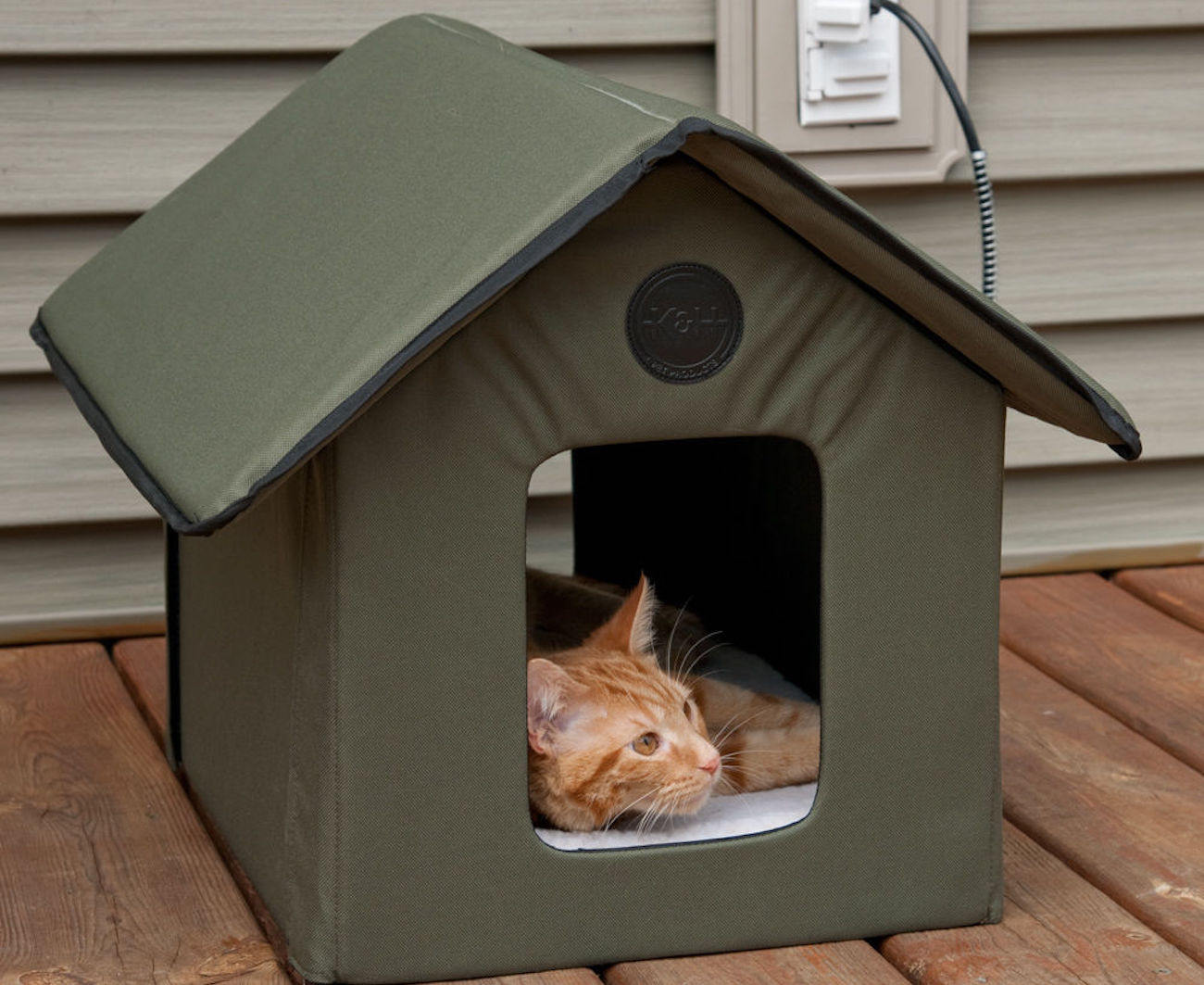 Outdoor Kitty House Heated And Water Resistant Version