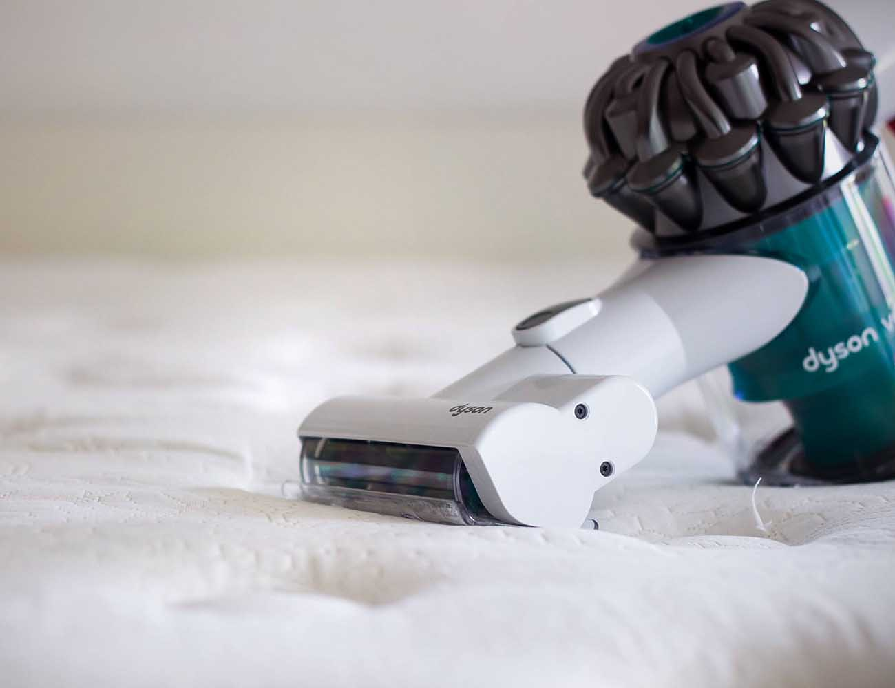 V6 Mattress Vacuum by Dyson – With Powerful Suction to Remove Allergens