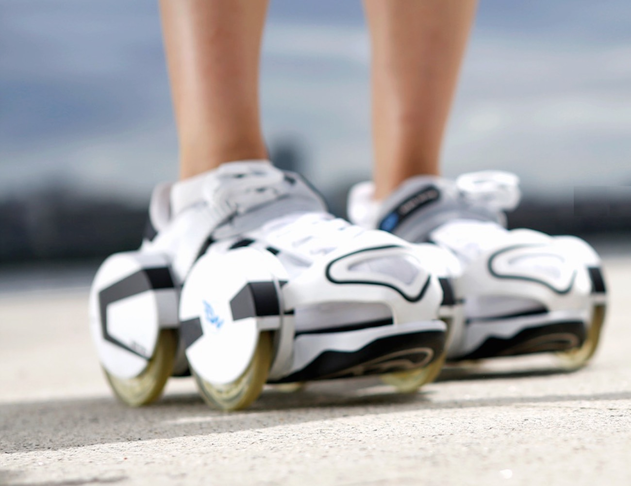 Walk Wing – Retractable Wheels Slip Over Your Shoes » Review