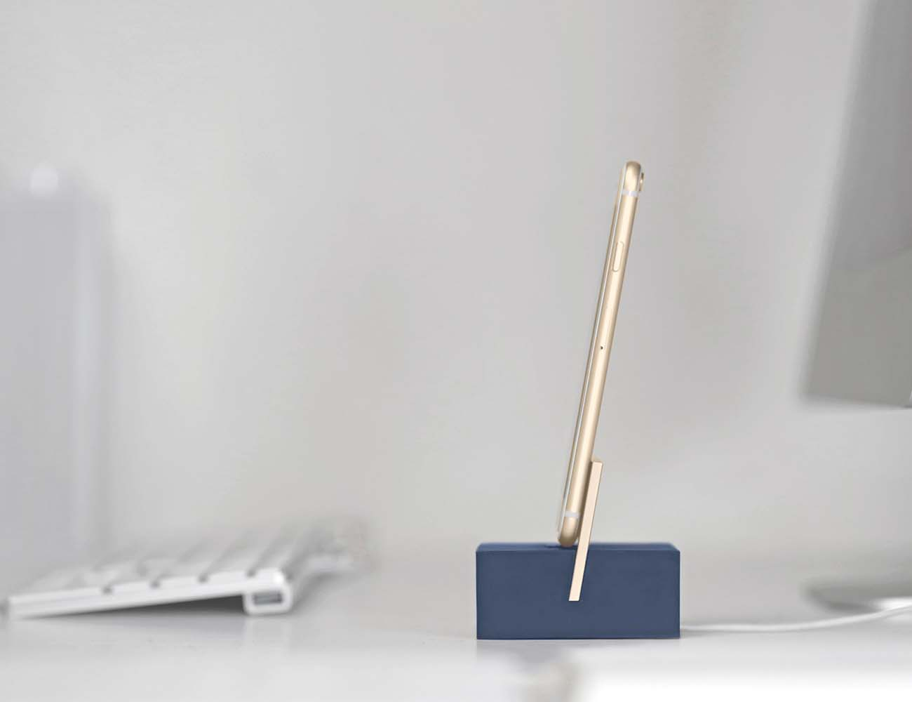 DOCK Lightning – The Minimal Weighted Charging Dock by Native Union