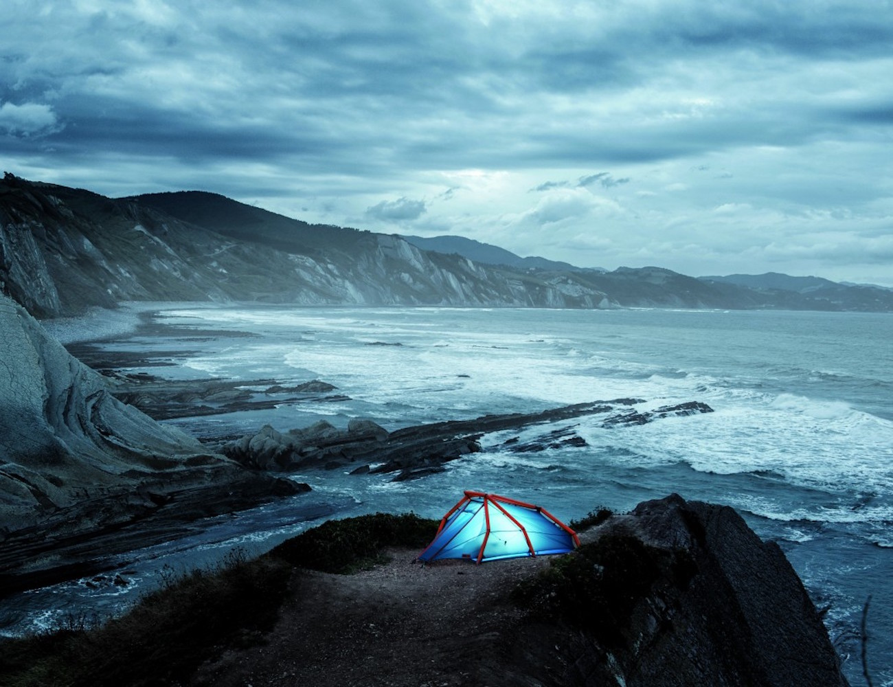 Inflatable NIAS Tent by Heimplanet