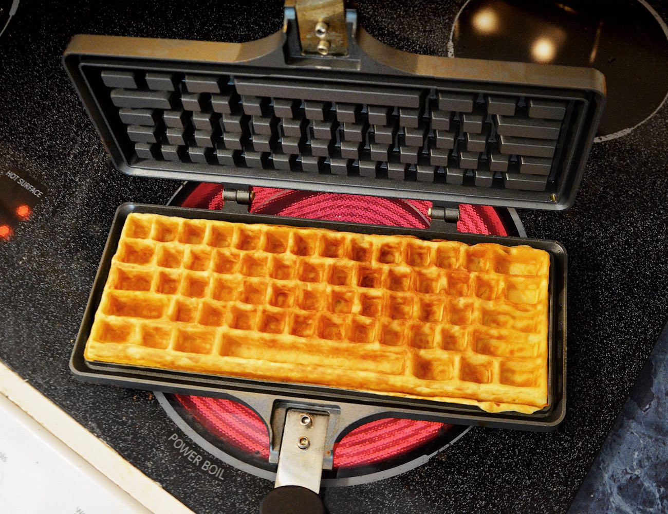 keyboard-waffle-maker-01