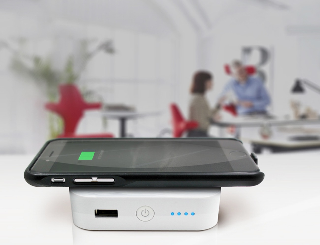 Latitude – First iPhone Case for Universal Wireless Charging