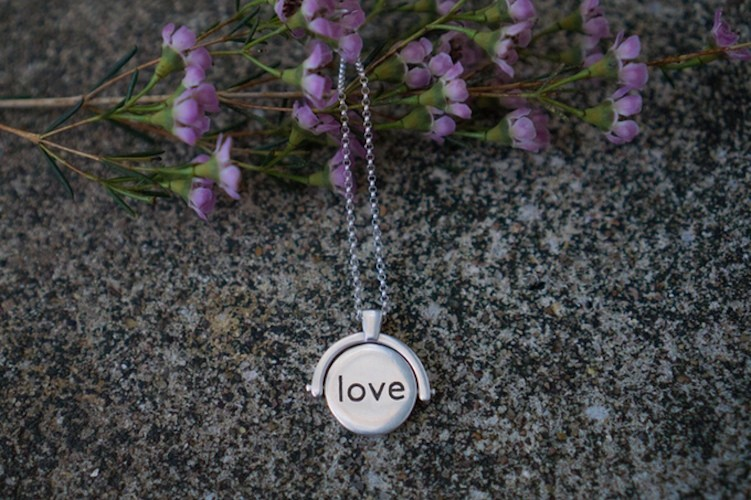 Lokett – Customizable Smartphone Memory Necklace