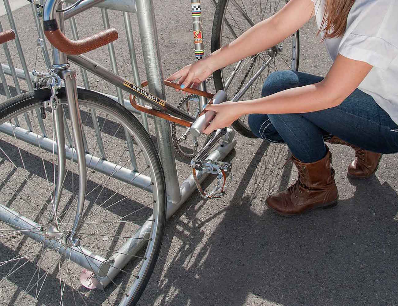 noke u lock the smartphone enabled bike lock review the gadget flow. Black Bedroom Furniture Sets. Home Design Ideas