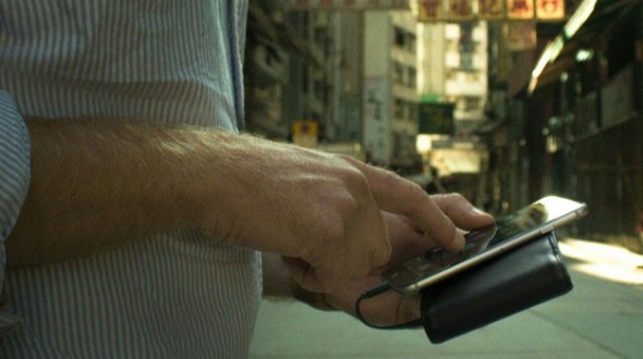 Nomad – The Wallet with a Built-In Battery
