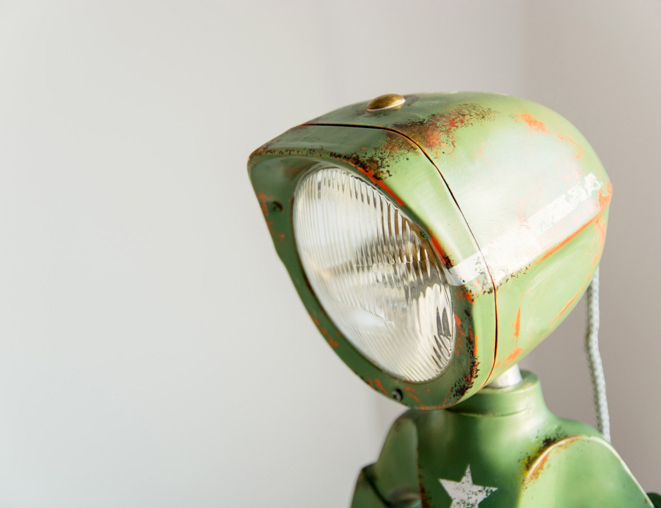 The Lampster – A Lamp with Attitude!