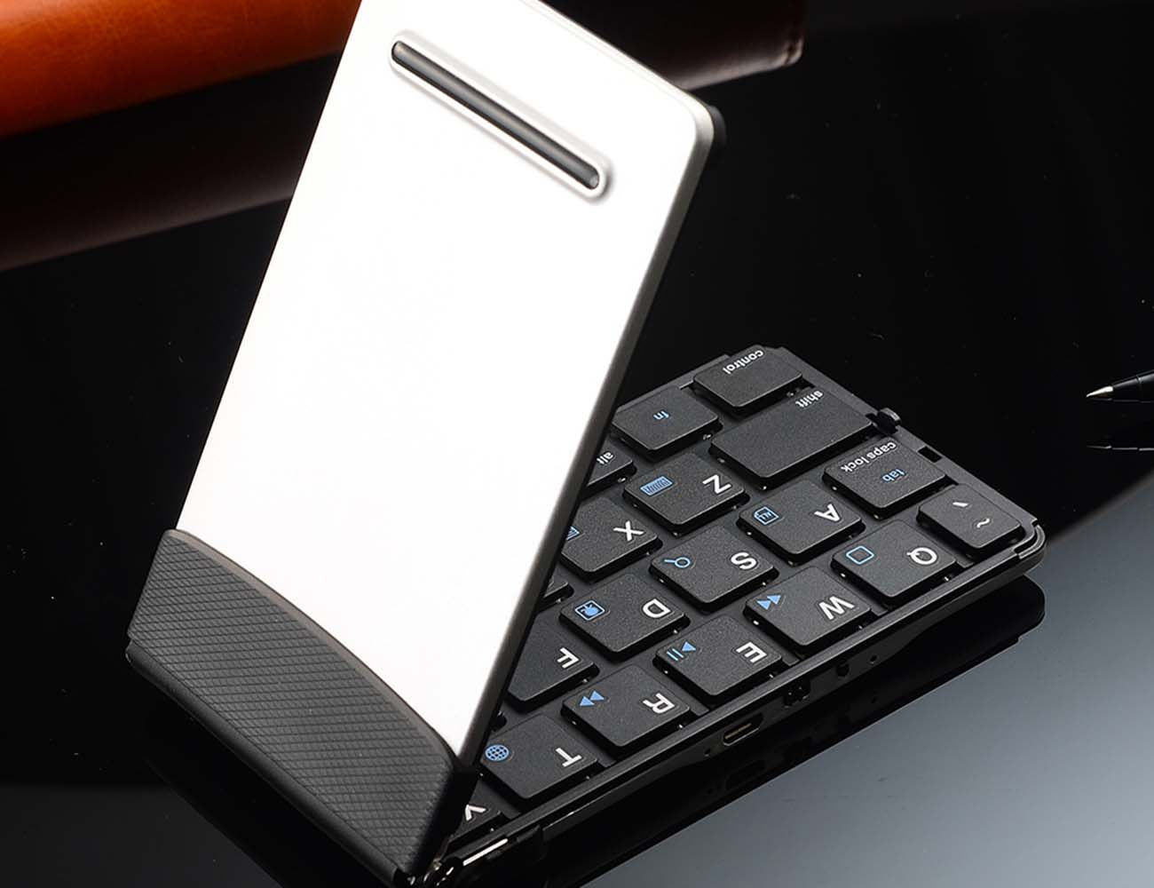 Universal Foldable Bluetooth Keyboard by iLepo