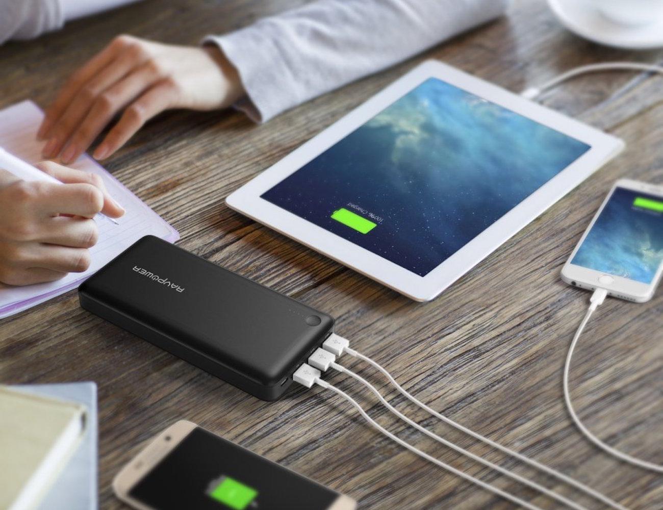 3-Port+External+Battery+Pack+By+RAVPower