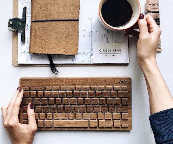 Board+2+By+Or%C3%A9e+%E2%80%93+The+Walnut+Wood+Wireless+Keyboard