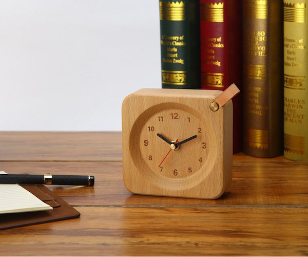 square-wood-alarm-clock-from-veasoon-01