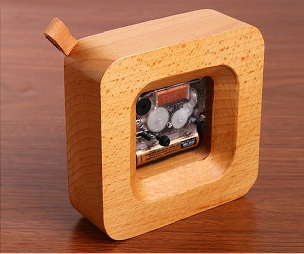 square-wood-alarm-clock-from-veasoon-04