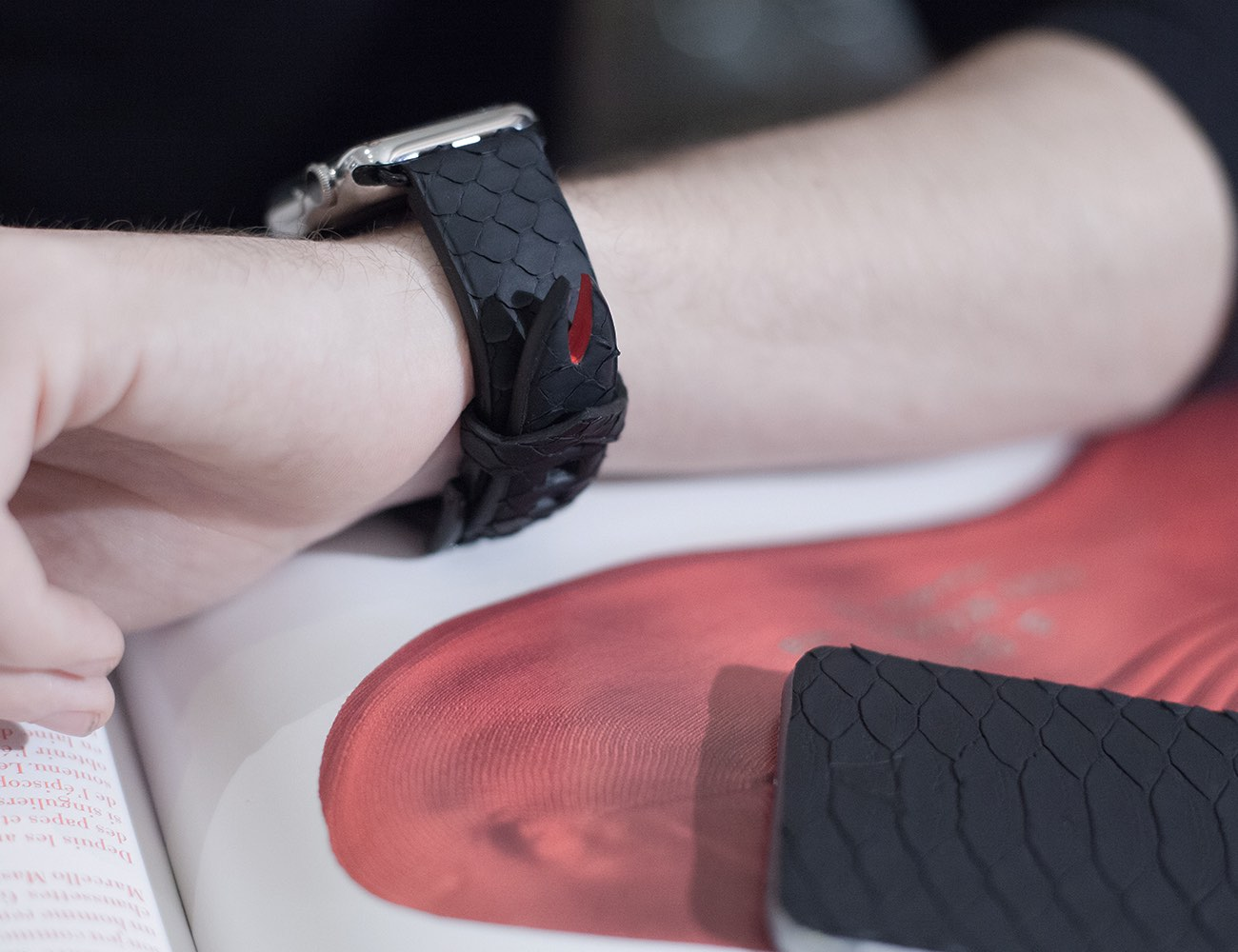 Zmei – Leather Goods & Accessories for Apple Watch & iPhone