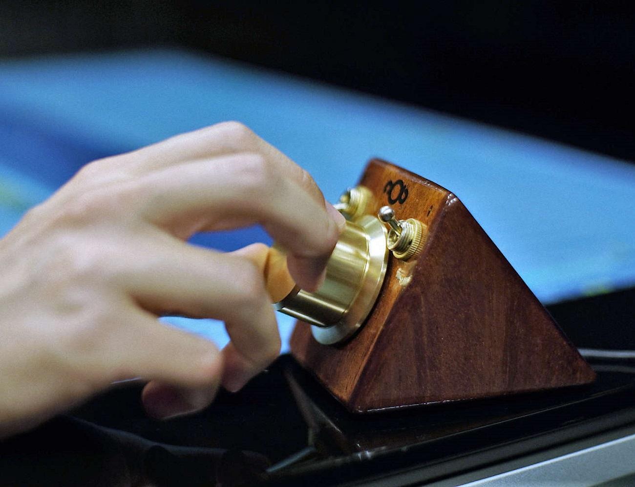 nOb – One knob controls it all