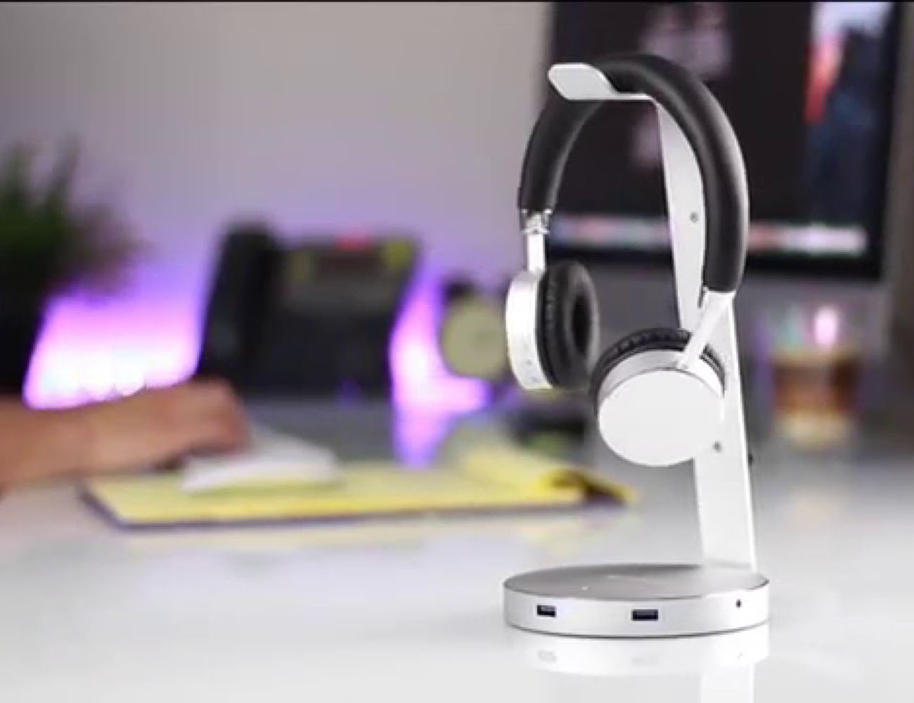 Aluminum USB 3.0 Headphone Stand by Satechi