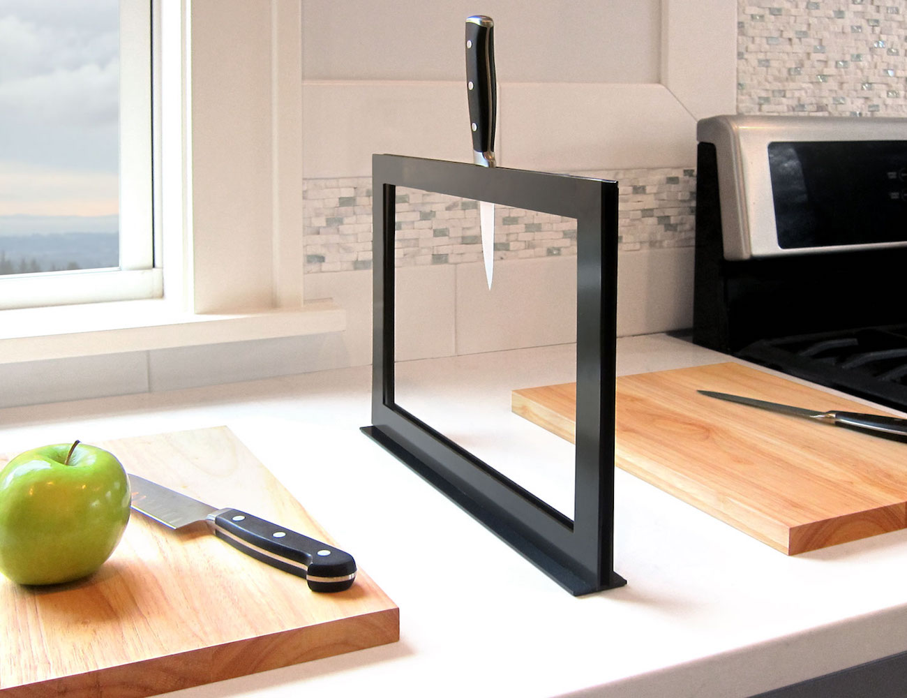Chops – Magnetically Connected Chopping Boards With a Knife Rack