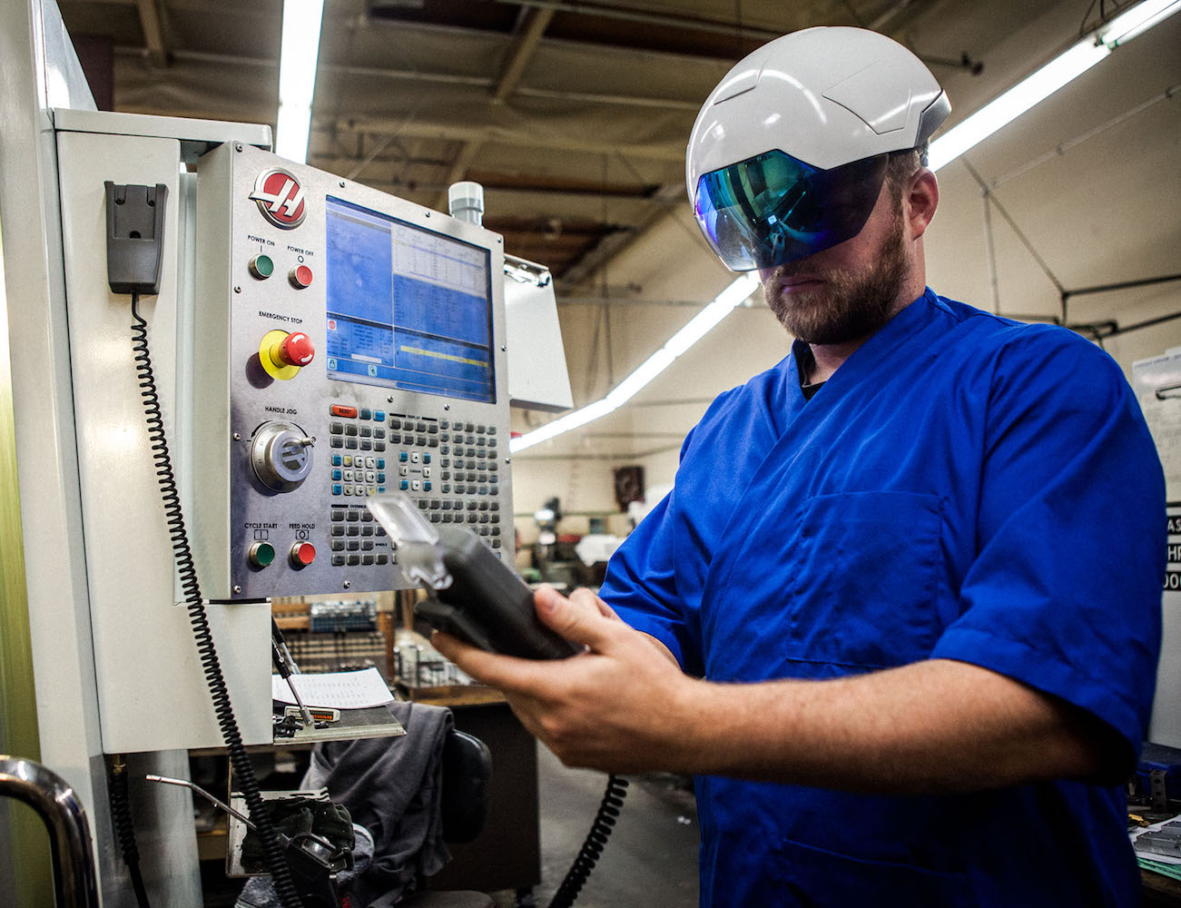 Daqri Smart Helmet – The Wearable Human Machine Interface