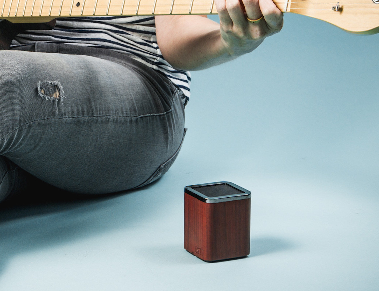 lstn-satellite-portable-wood-speaker-5