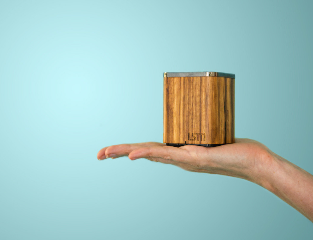lstn-satellite-portable-wood-speaker-03