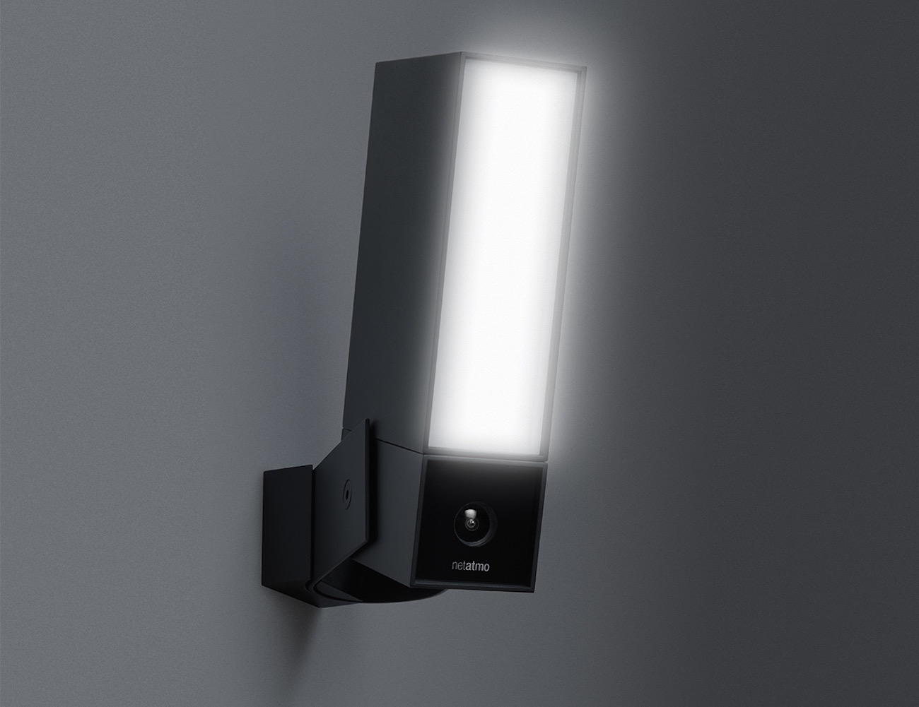 presence by netatmo outdoor security camera with people. Black Bedroom Furniture Sets. Home Design Ideas