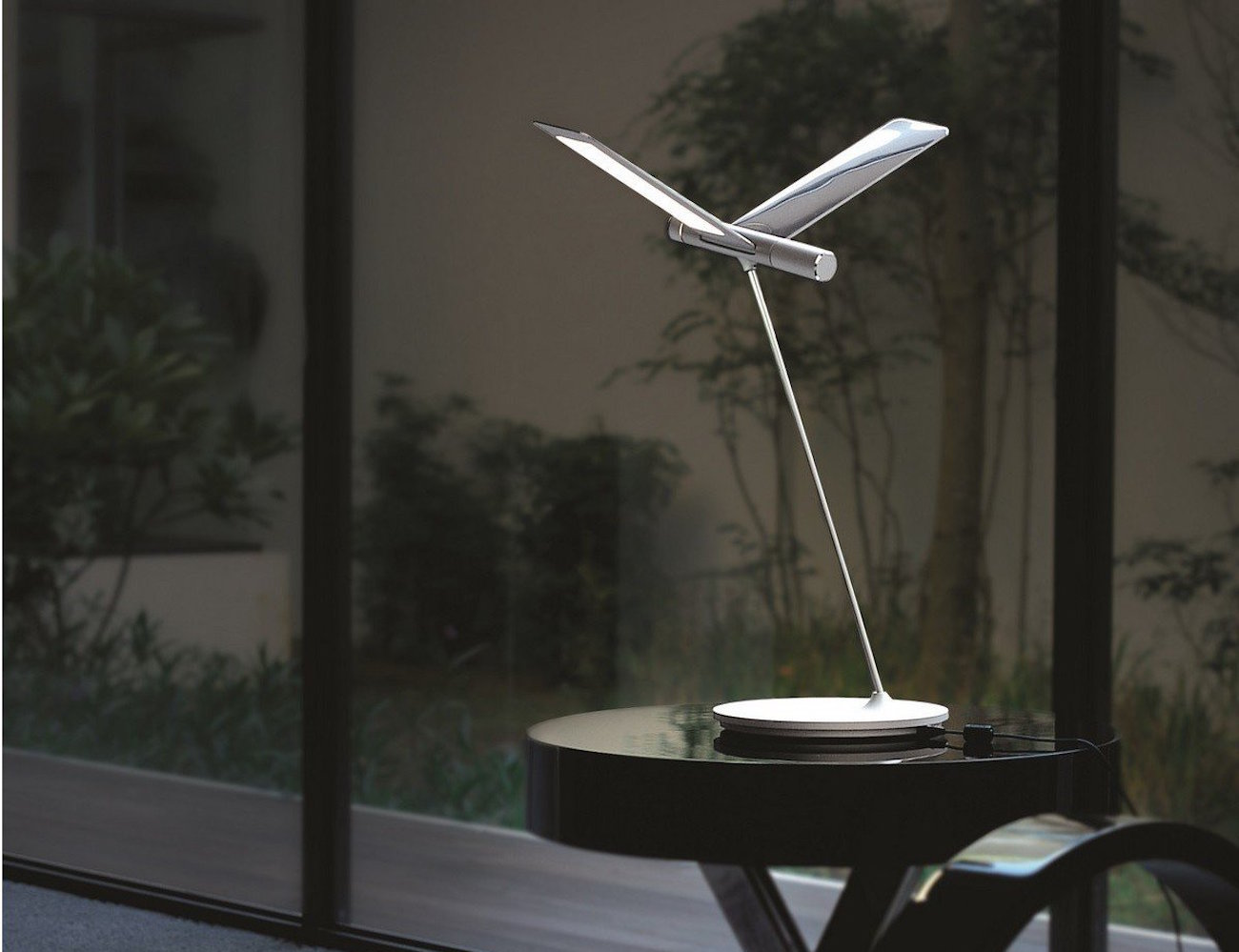 Seagull LED Desk Lamp by QisDesign