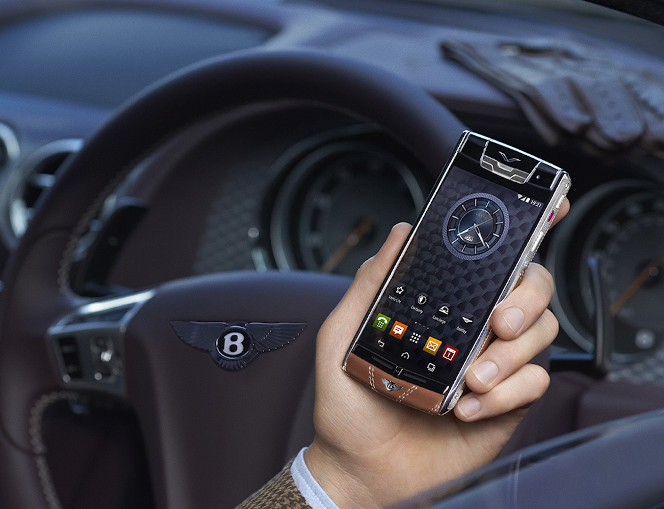 signature-touch-smartphone-for-bentley-01