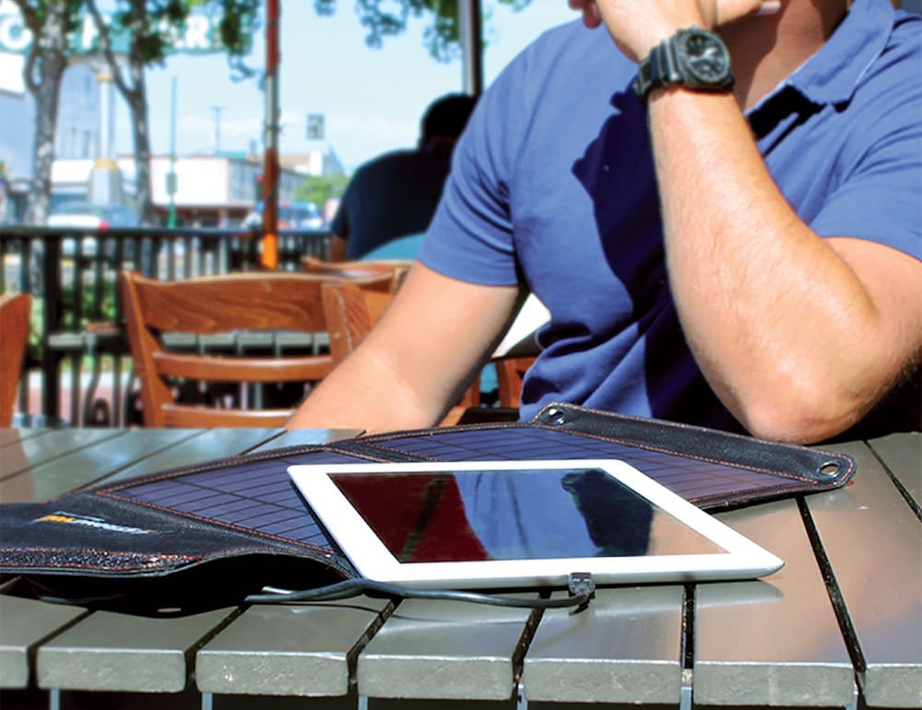 StrongVolt Portable Solar Charger with SunTrack Technology