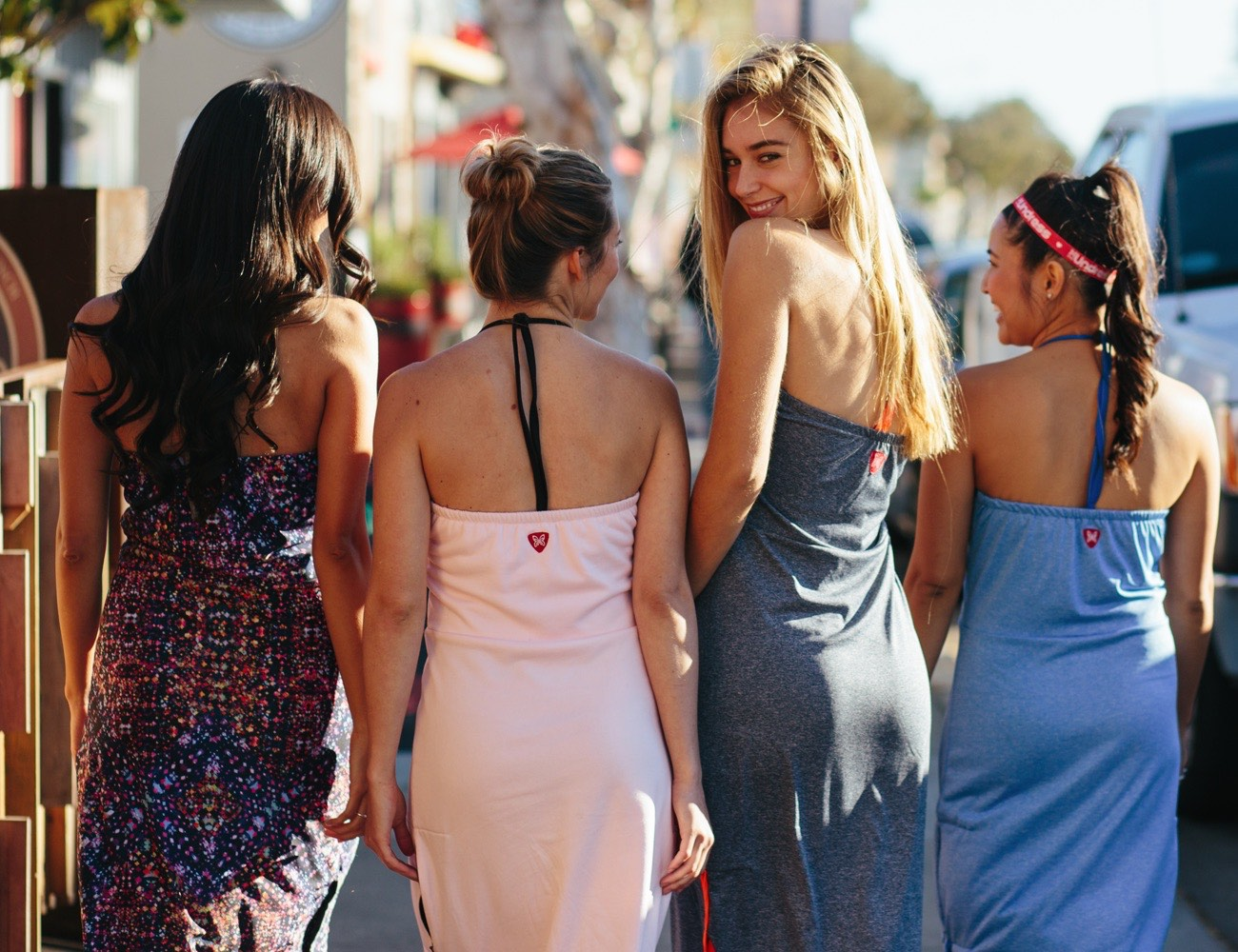 The Undress – Change Clothes in Public Without Getting Naked!