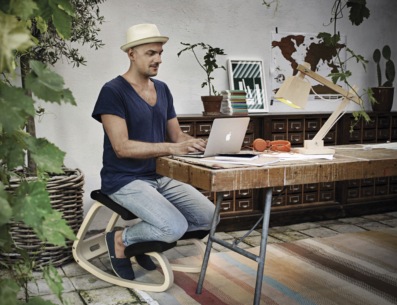 variable_balans_ergonomic_desk_chair_01
