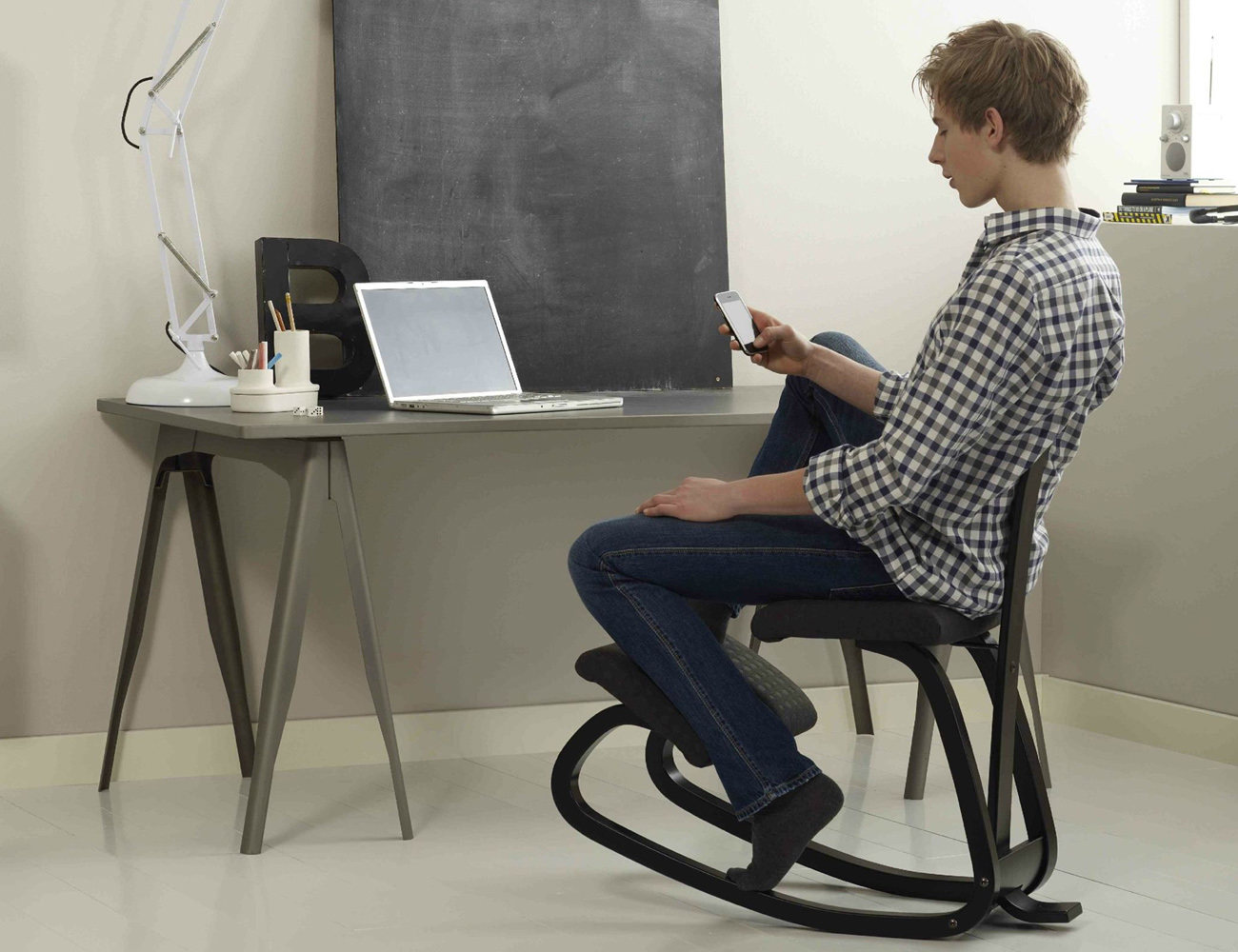 variable_balans_ergonomic_desk_chair_03
