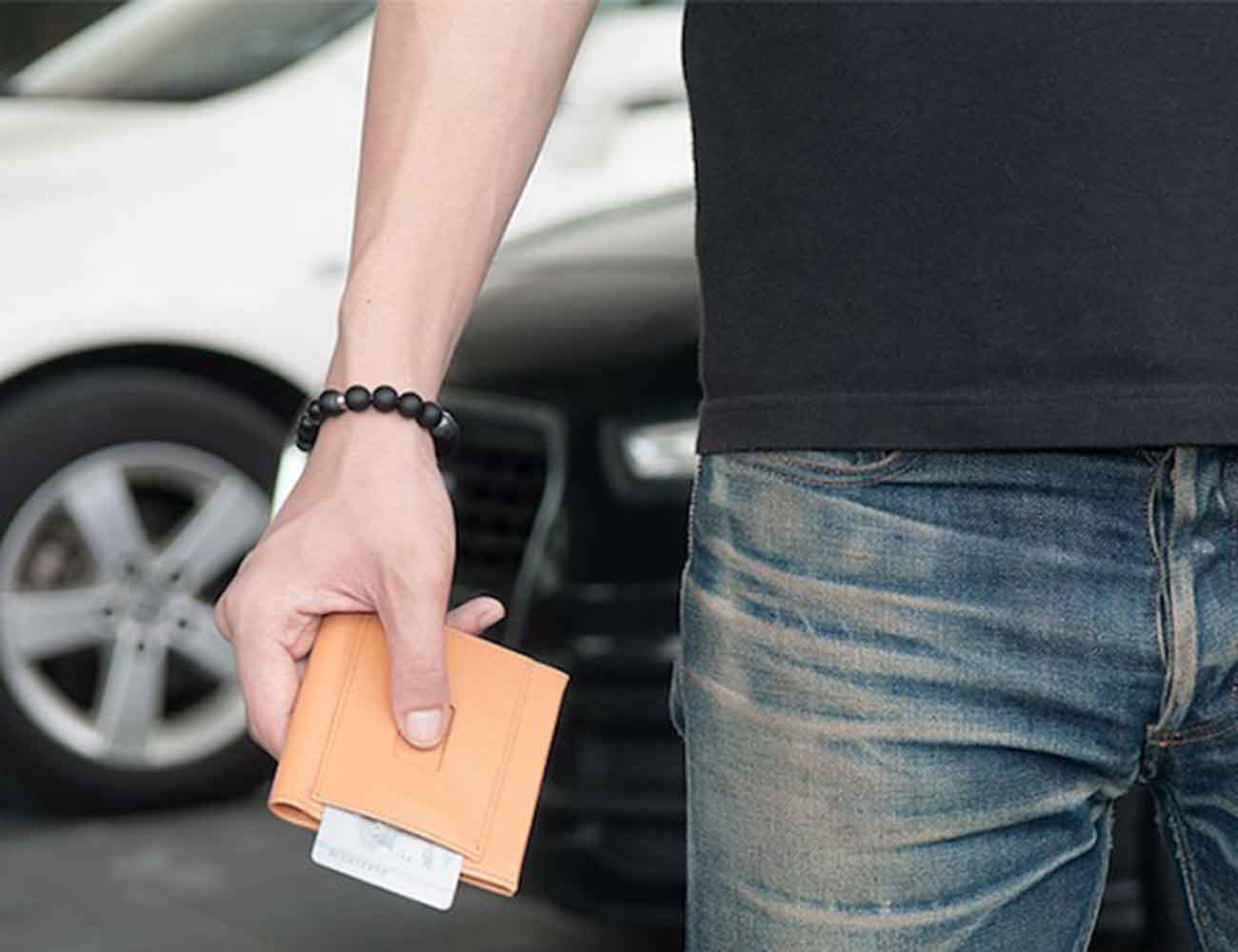 Aki Wallet – The Ultimate Minimalist Bifold Wallet