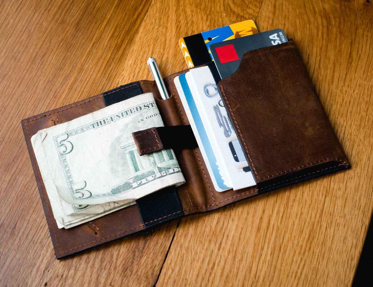 Aki Wallet – The Ultimate Minimalist Bifold Wallet