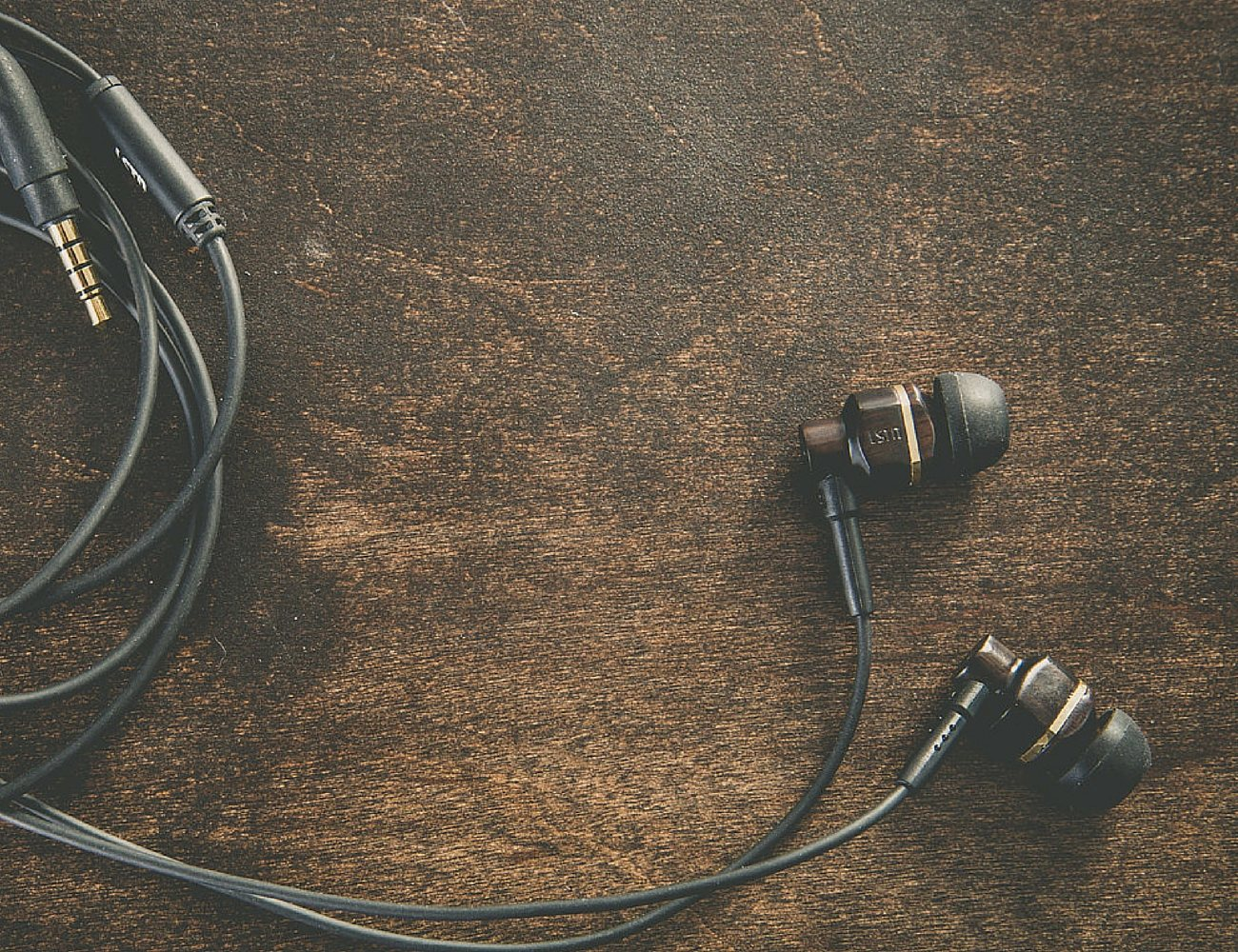 Avalon Real Wood Earbuds by LSTN