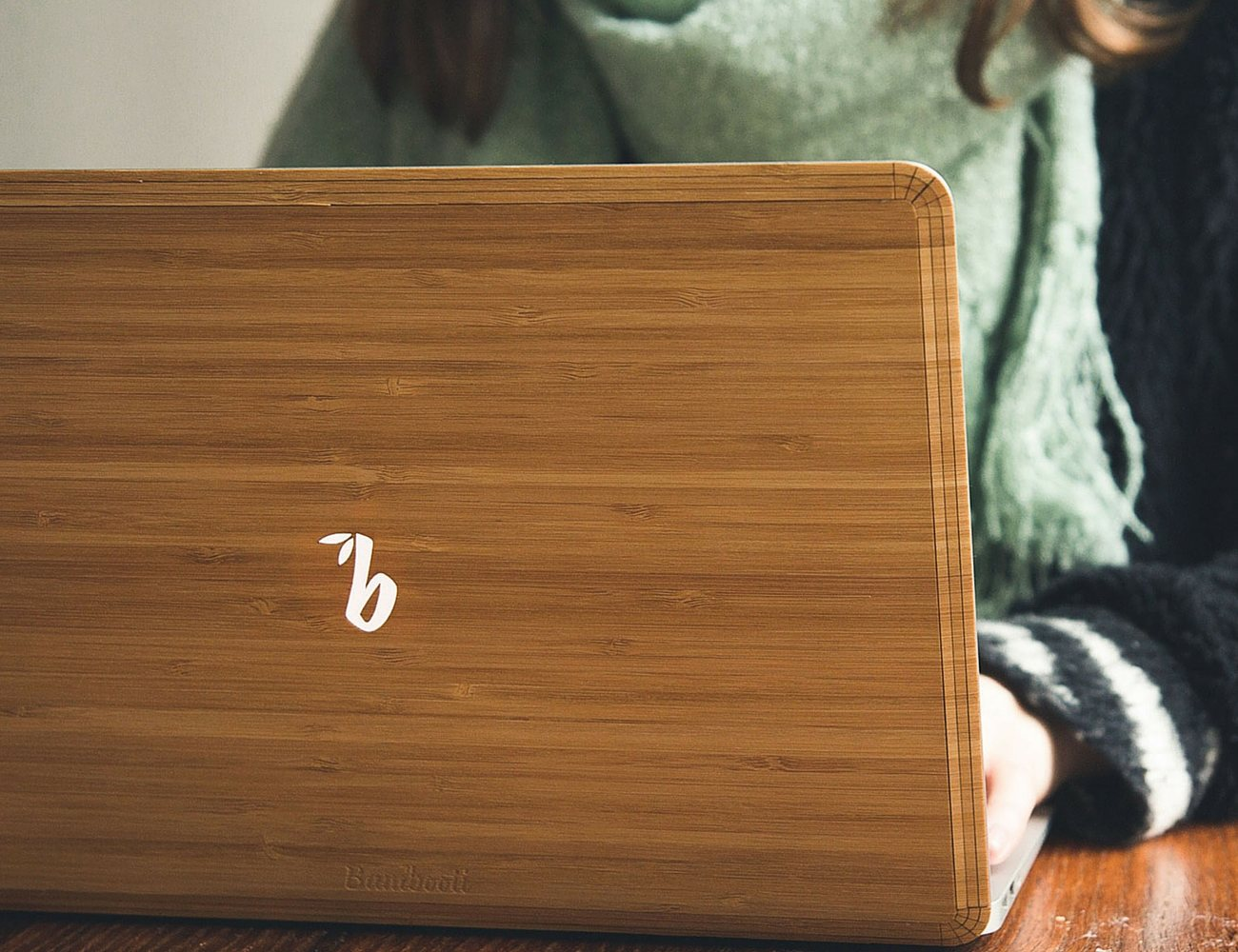 Bambooti – The Wooden Back for MacBook