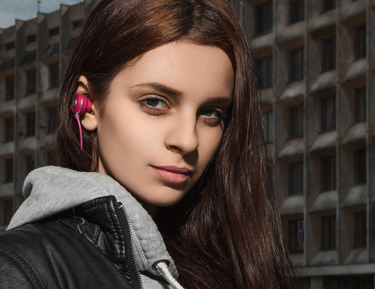 Kameleon Series Pink Bluetooth Earbuds by NOIZY BRANDS